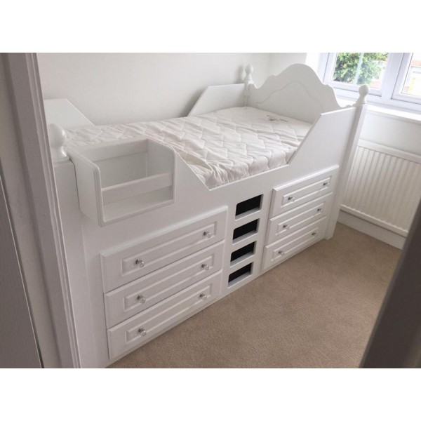 Cabin Bed With Posts & Crystal Knobs 6 Drawers
