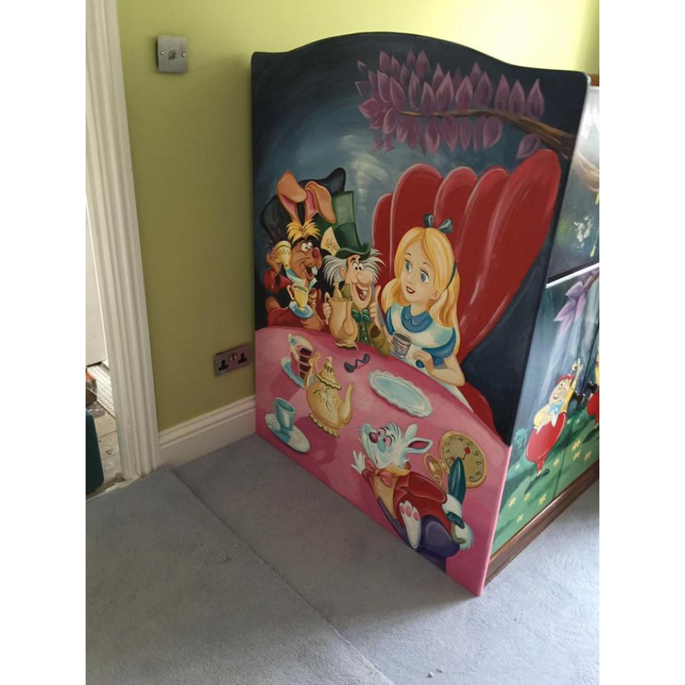 Play bed alice in wonderland mural art for Alice in wonderland mural