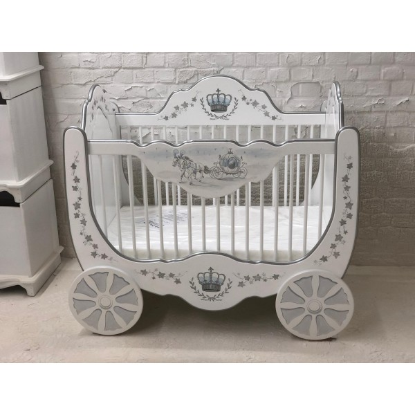 Luxury Carriage Cot For Your Little Prince