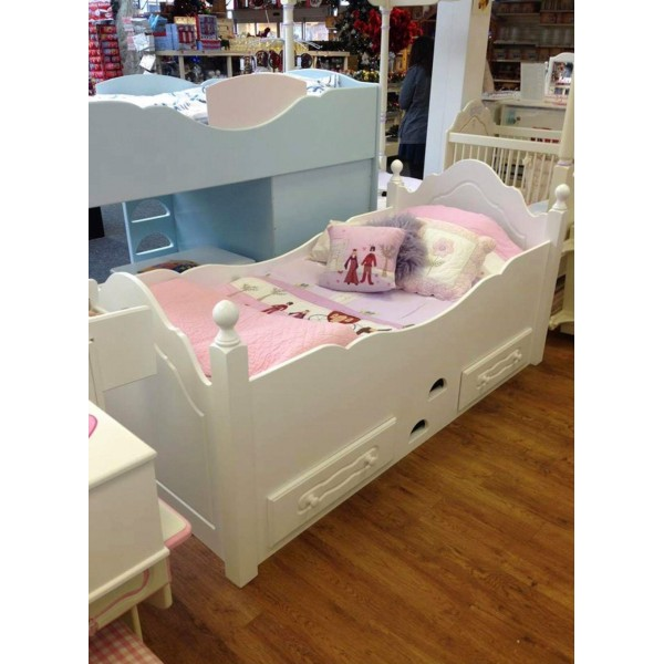 Cabin Bed With Wooden Posts In Pure White