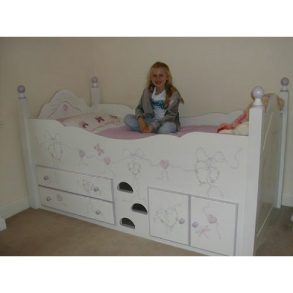 Cabin Bed With Posts Flowery Hearts
