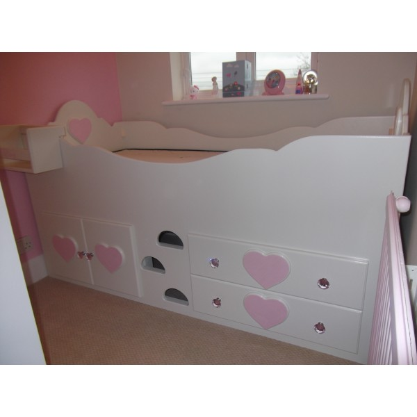 Cabin Bed Sweet Heart With Crystals