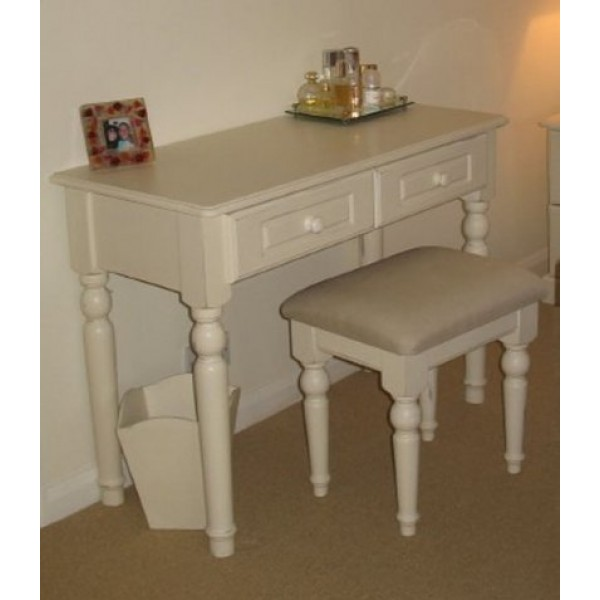 Dressing Table With 4 Turned Wooden Legs