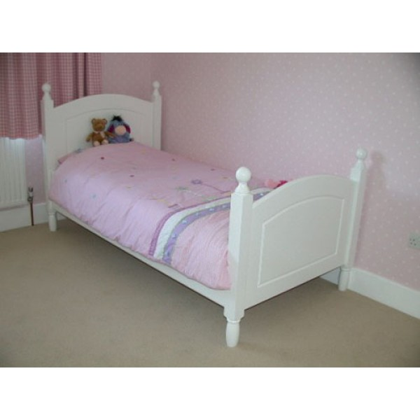 Sturdy White 3ft Bed With Posts